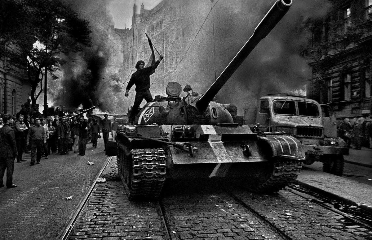 robert capa photojournalism Robert capa biography - a hungarian photojournalist and war photographer, robert capa was born in 1913 and died in 1954 he covered five wars, the second sino japanese war, the sp.
