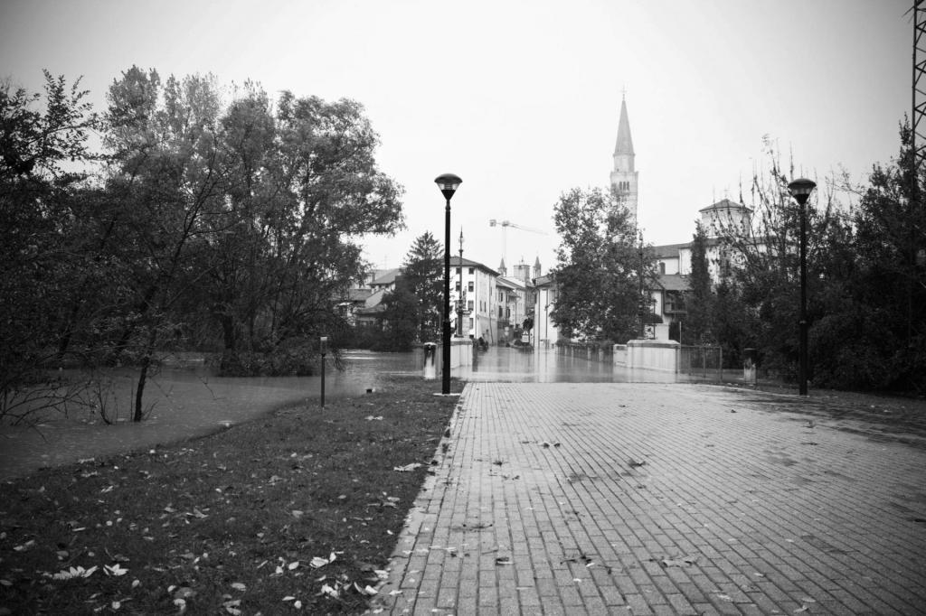 Ponte di Adamo ed Eva massimiliano-scarpa-istantidigitali-pordenone-alluvione-2014-19-di-50