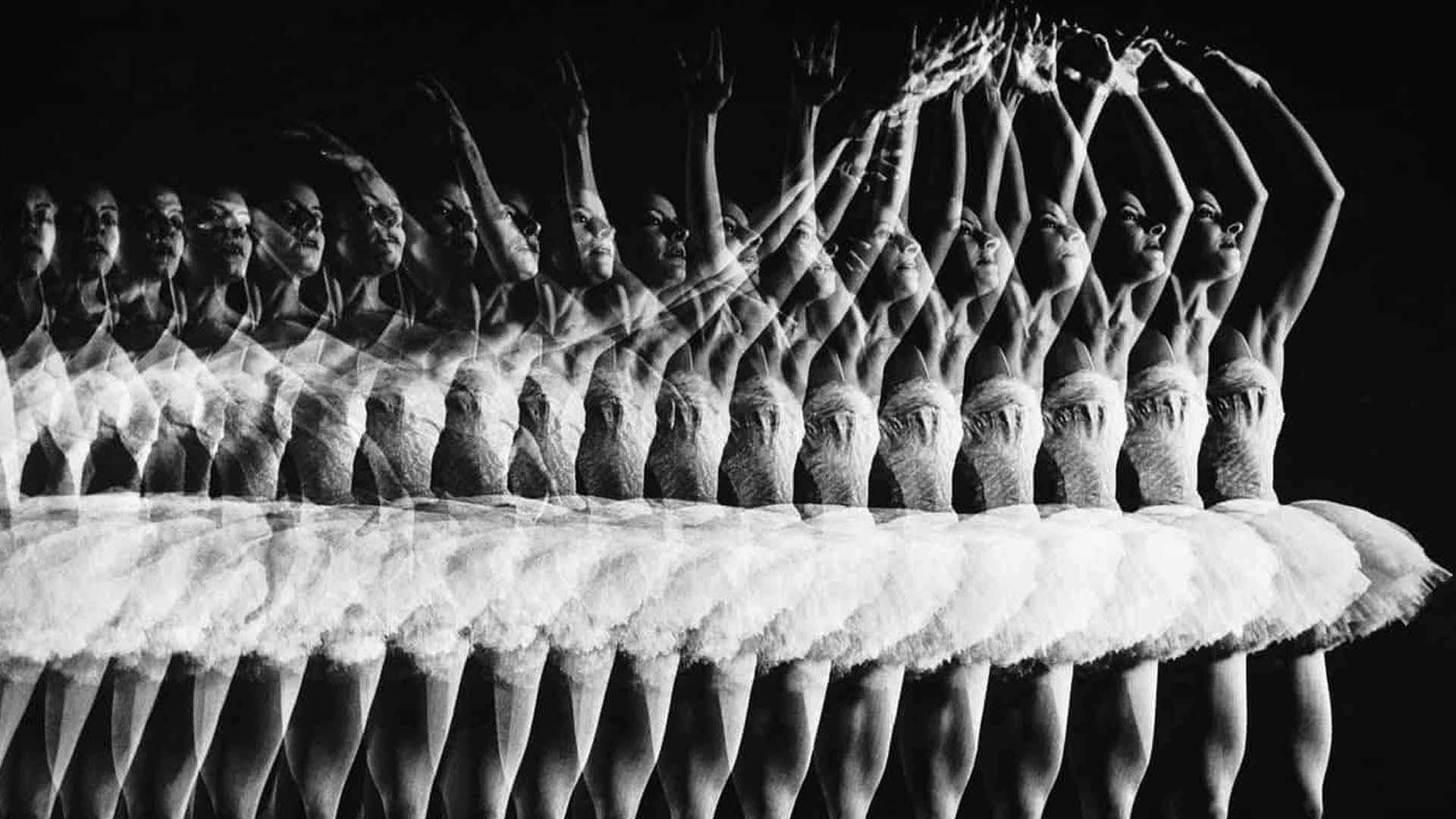 gjon-mili-Ballerina-Alicia-Alonso-doing-a-pas-de-bourree-1944-